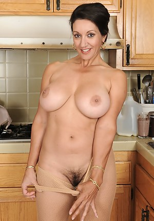 Big Boob Housewife Porn Pictures